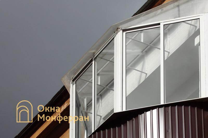 Полукруглый балкон с крышей из поликарбоната ул. Швецова