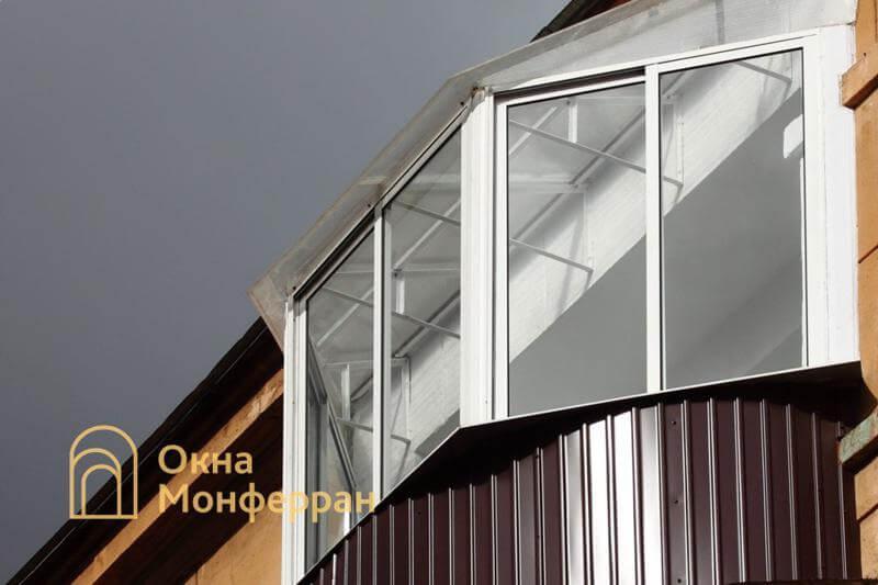 Холодное остекление балкона с крышей из поликарбоната ул. Швецова