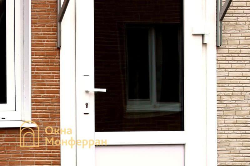 Металлопластиковая входная дверь в коттедже пос. Новая Ижора