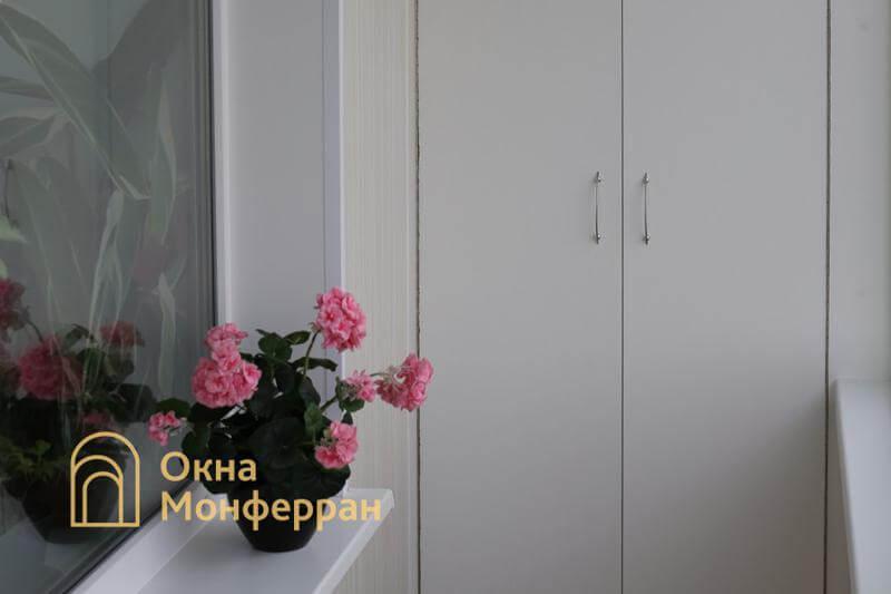 Остекление и отделка углового балкона в брежневке, пр. Гражданский