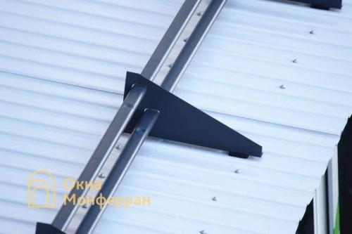 07 Снегозадержатели на крыше ул Сикейроса