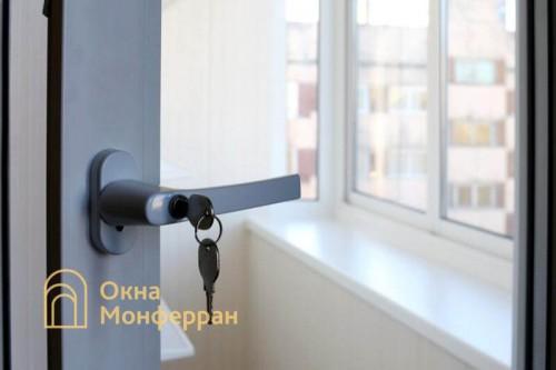 07 Ручка балконной двери с замком