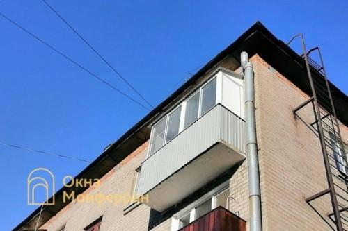 10 Холодное остекление балкона с крышей в хрущевке