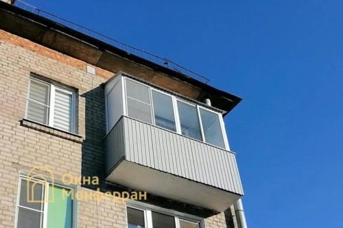 11 Холодное остекление балкона с крышей в хрущевке